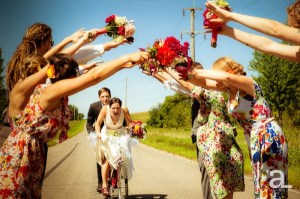 06-tandem-bicycle-wedding-party-photos